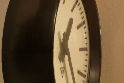 hodiny bakelit2.jpg
